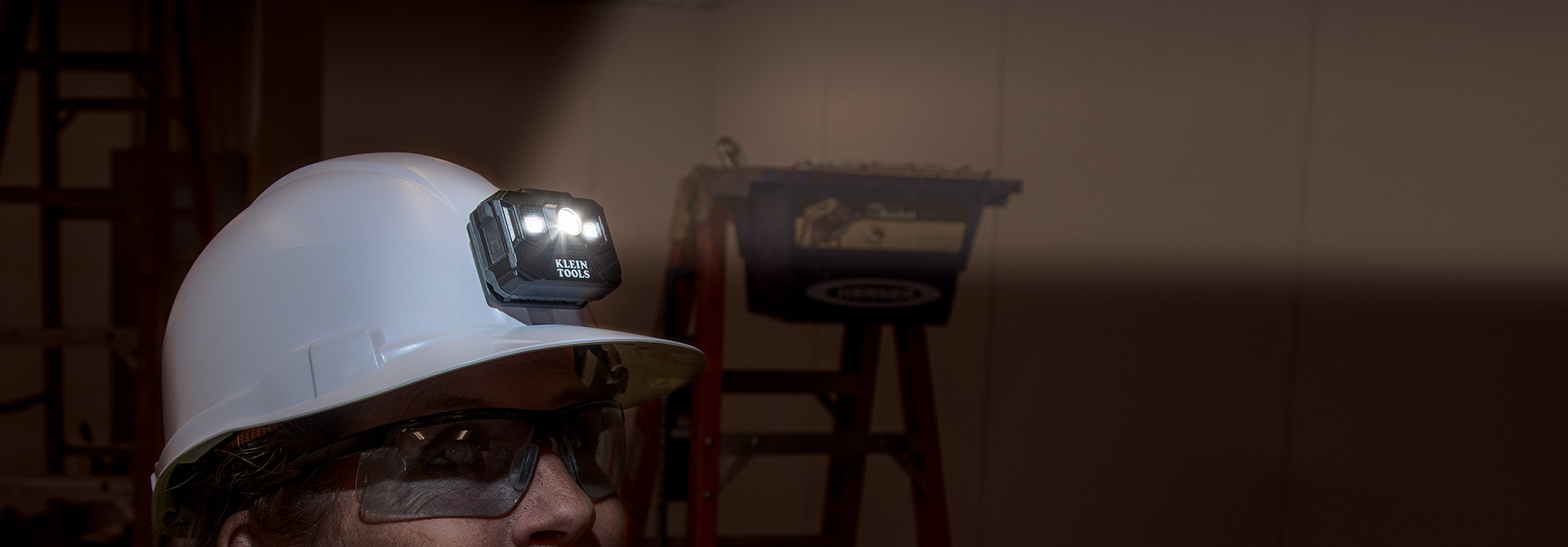 RECHARGEABLE HARD HAT\r\nHeadlamp\/Worklight